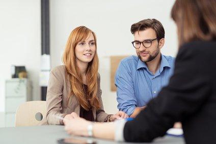 Femme et homme en consultation en coaching